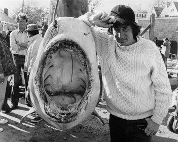 Spielberg sul set de Lo Squalo (Jaws, 1975)