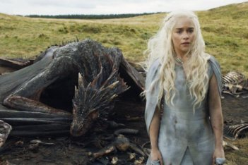Il trono di spade: Daenerys (Emilia Clarke) e Drogon in Mother's Mercy