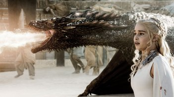 Il trono di spade: l'attrice Emilia Clarke interpreta Dany nell'episodio La danza dei draghi