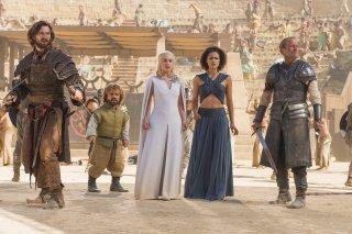 Il trono di spade: Michiel Huisman, Peter Dinklage, Emilia Clarke, Nathalie Emmanuel e Iain Glen in La danza dei draghi