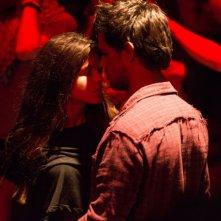 Tracers: Taylor Lautner e Marie Avgeropoulos in un'immagine del film