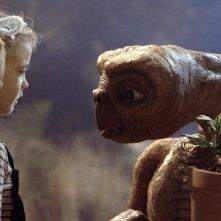 Drew Barrymore in una scena di E.T.