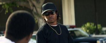 Jason Mitchell in una scena del film Straight Outta Compton