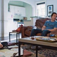 Ted 2: Amanda Seyfried insieme a Ted e Mark Wahlberg in un'immagine della commedia