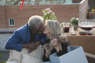 Ruth & Alex - L'amore cerca casa: un bacio tenero tra Morgan Freeman e Diane Keaton