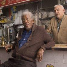 Ruth & Alex - L'amore cerca casa: Morgan Freeman insieme a Ted Sod in una scena del film