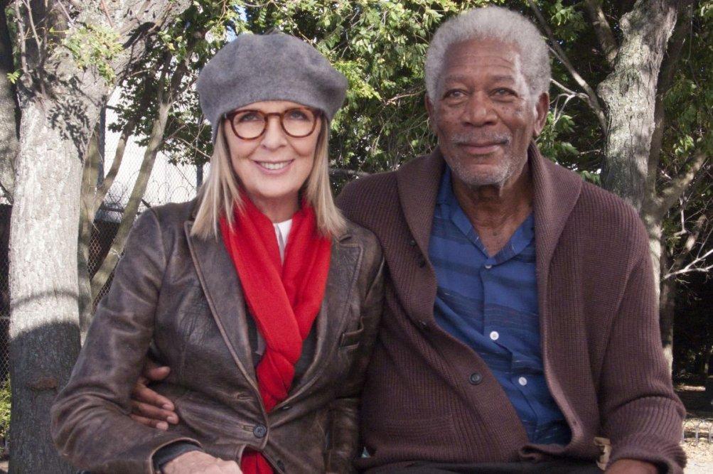 Ruth & Alex - L'amore cerca casa: Morgan Freeman e Diane Keaton sorridono felici in una scena del film