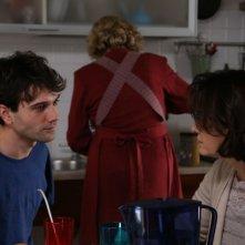 Noi siamo Francesco: Mauro Racanati parla con Elena Sofia Ricci in una scena del film