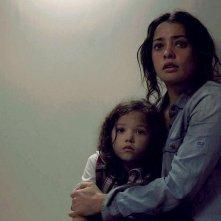 Self/less: Natalie Martinez e Jaynee-Lynne Kinchen in una scena