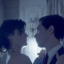 Comet: Justin Long ed Emmy Rossum in una romantica scena del film di Sam Esmail