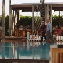 Ballers: Dwayne Johnson in una scena in piscina