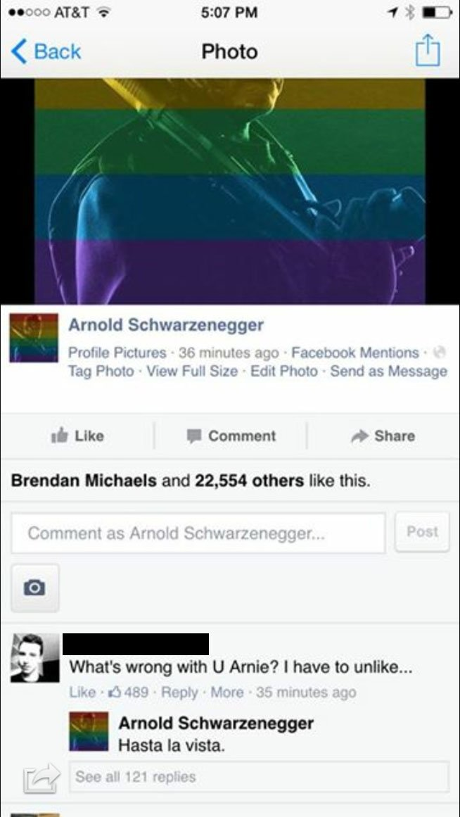 Arnold Schwarzenegger risponde a un fa su Facebook