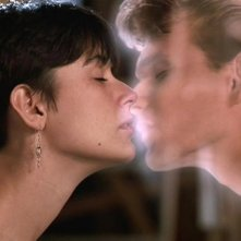 Ghost: una bacio commovente tra Demi Moore e Patrick Swayze