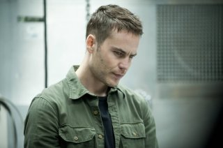 True Detective: Taylor Kitsch in una scena dell'episodio Night Finds You