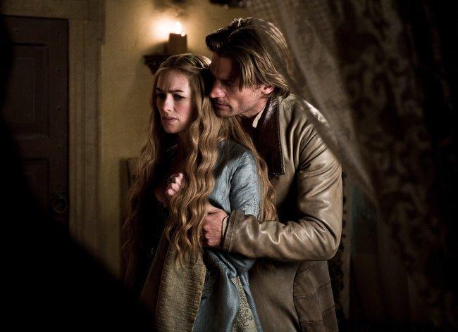 Il trono di spade: Nikolaj Coster-Waldau e Lena Headey in una scena della serie