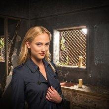 Zoo: Nora Arnezeder in un'immagine promozionale della serie