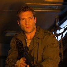 Terminator: Genisys, Jai Courtney è Kyle Reese in una scena del film