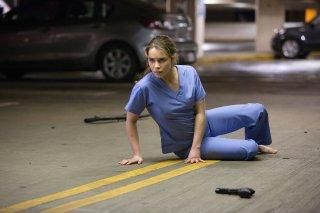 Terminator: Genisys, Emilia Clarke nel ruolo di Sarah Connor in una scena del film