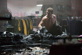 Terminator: Genisys, Jai Courtney in una scena