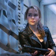 Terminator: Genisys, Emilia Clarke nei panni di Sarah Connor in un momento dell'action fantascientifico