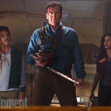 Ash vs. Evil Dead: Ray Santiago, Bruce Campbell e Dana DeLorenzo in una foto tratta dalla serie