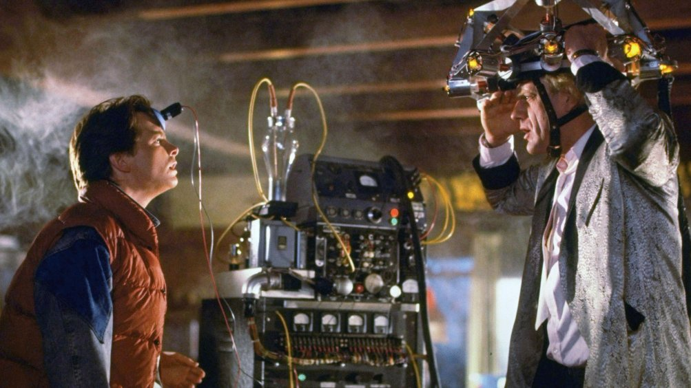 Ritorno al futuro: Michael J. Fox e Christopher Lloyd in una scena del film