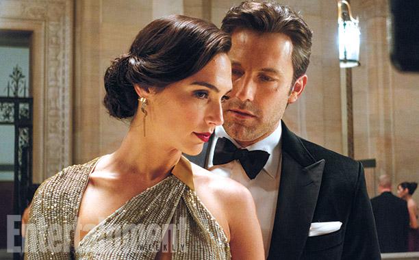 Batman v Superman: Dawn of Justice - Gal Gadot e Ben Affleck in una scena del film