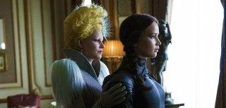 Hunger Games: Il canto della rivolta - Parte 2: Elizabeth Banks e Jennifer Lawrence in una scena del film
