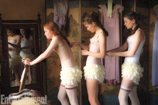 Orgoglio e Pregiudizio e Zombie: le giovani protagoniste stringono il proprio corsetto