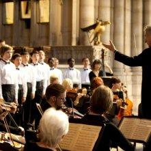 Boychoir: Dustin Hoffman direttore d'orchestra in una scena del film di François Girard