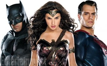 Batman v Superman: Dawn of Justice - Ben Affleck, Gal Gadot ed Henry Cavill in un'immagine promozionale