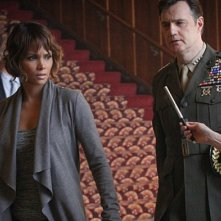 Extant: Halle Berry e David Morrissey in Change Scenario