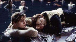 Titanic: DiCaprio e Kate Winslet nella sequenza della zattera
