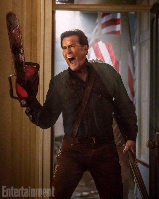 Ash vs. Evil Dead: Bruce Campbell in una scena della serie