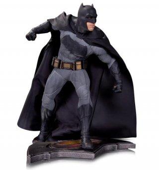 Batman v Superman: Dawn of Justice - La statuetta di Batman del San Diego Comic-Con