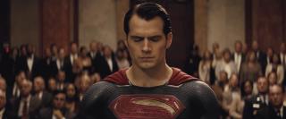 Batman v Superman: Dawn of Justice: Superman sotto processo nel nuovo trailer del film