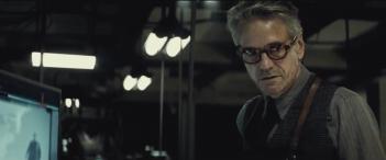 Batman v Superman: Dawn of Justice: Alfred nel nuovo trailer del film
