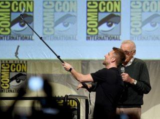Stan Lee si prepara per il mega-selfie al Comic Con 2015!