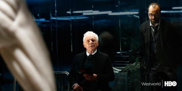 Westworld: Anthony Hopkins e Jeffrey Wiright in una scena della serie tv