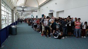 Comic-Con 2015: una delle interminabili file dell'evento di San Diego