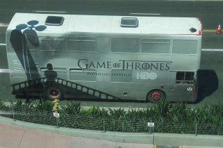 Comic-Con 2015: un autobus brandizzato Il trono di spade all'evento di San Diego