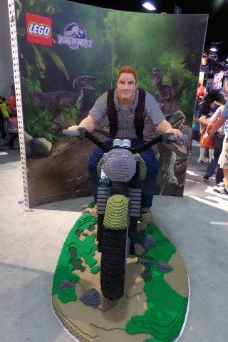 Comic-Con 2015: un Chris Pratt di Jurassic World in versione Lego dall'evento di San Diego