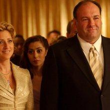 I Soprano: James Gandolfini ed Edie Falco in una scena della serie