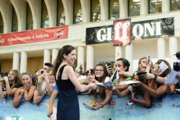 Giffoni 2015: Lauren Kate, autrice di Fallen, firma autografi al festival