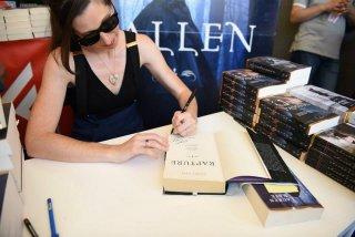 Giffoni 2015: Lauren Kate, autrice di Fallen, firma copie del libro al festival