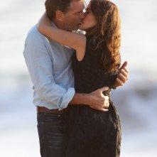 Il fidanzato di mia sorella: un bacio tra Salma Hayek e Pierce Brosnan