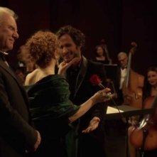 Mozart in the Jungle: Malcom McDowell, Bernadette Peters e Gael García Bernal nei saluti post concerto
