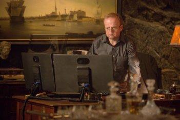 Wayward Pines: Toby Jones in un'immagine tratta dal season finale intitolato Un nuovo inizio