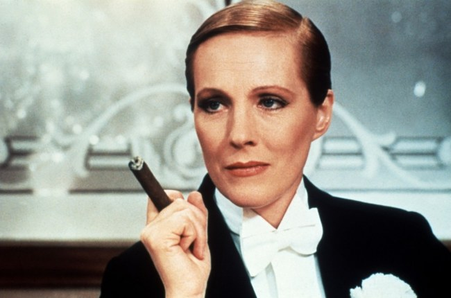 Julie Andrews in una scena del film Victor Victoria