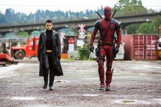 Deadpool: Brianna Hildebrand e Ryan Reynolds interpretano Ellie Phimister e Wade Wilson